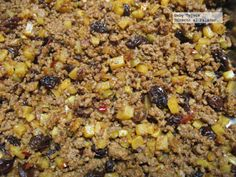 Picadillo Dulce: As the previous recipe, it is prepared with ground meat and vegetables. Since this recipe includes spices, raisins and almonds, flavor results very different.