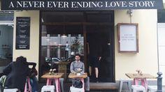 Das Café Coffee Drink Your Monkey bringt ein bisschen Schwung auf den sonst eher gemütlich-instituierten Savignyplatz.