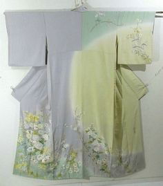 This is a graceful Houmongi Kimono with elegant coloration with 'Kiku'(chrysanthemum) and 'Ajisai'(hydrangea), 'Botan'(peony) and 'Rindo'(gentian) pattern, which is dyed and embroidered with Soshu embroidery technique