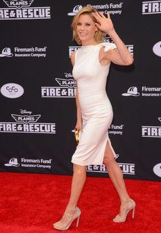 Picture of Julie Bowen Beautiful Women Over 40, Beautiful High Heels, Beautiful Curves, Sexy Sandals, Hot Heels, Julie Bowen Hair, Celebrity Feet, Celebrity Style, Tight Dresses