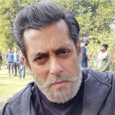 Salman Khan's grey and old man look from the poster of his upcoming film Bharat is garnering all the praises and the BTS look of his is simply unmissable. Have a look.