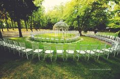Who says guests need to sit it straight rows? Here chairs spiral around the altar.