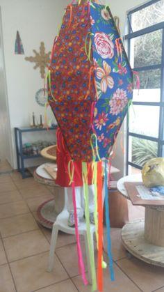 Balão de chita - papel Paraná forrado de chita e fitas de cetim