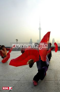 E465As the sun came up ,showing Chinese traditional program such as dragon dance, Mulan Fan, sword dance , Chinese shadow boxing - Taijiquan and other morning exercises.