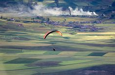 Enjoy flying the Sacred Valley of the Incas by paragliding. Cusco has a lot to offer while you're travelling to Machupicchu. Fly like the andean condor and feel the freedom in the heart of the Andes. Andean Condor, Best Seasons, Paragliding, Vacation Destinations, Amazing, Life