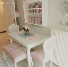 35 If You Read Nothing Else Today, Read This Report on Shabby Chic Dining Room - ideahomy Cottage Shabby Chic, Shabby Chic Dining Room, Shabby Chic Kitchen, Kitchen Decor, Style At Home, Country Style Homes, Cozinha Shabby Chic, Muebles Shabby Chic, Decoration Shabby
