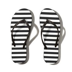Abercrombie & Fitch Striped Rubber Flip Flops ($6) ❤ liked on Polyvore featuring shoes, sandals, flip flops, sapatos, flats, black and white stripe, black and white striped shoes, black and white flats, flat pumps and black and white sandals