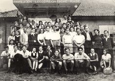 Group of Jewish youth movement members from Germany and Austria that arrived in Holland in 1938 for agricultural training (Hachsharah) in Loosdrecht. During the war Joop & Willi Westerweel and other underground members hid most of them. Twenty three out of the group perished. Loosdrecht, Holland, summer 1942