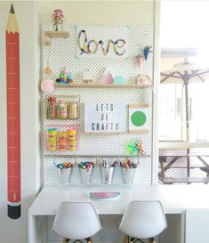 kids writing desk We have an idea for small childrens desk. ideas for small rooms for boys children kids writing desk tisch Kids Writing Desk, Small Room Desk, Small Rooms, Kids Rooms, Small Spaces, Small Desks, Room Boys, Kids Desk Organization, Bedroom Organization