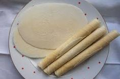 50 dkg hladkej múky 0,8 l mlieka 15 dkg. kryštálového cukru uvariť sirup s 2 dcl vody 1 vanilkový cukor 2 žltka 3 PL oleja 2-3 PL mletých orechov 1/2 KL mletej škorice 1/2 KL roztlčenej hrebíčky 1 KL roztlčeného badiánu Christmas Cookies, Nutella, Cheese, Baking, Ethnic Recipes, Food, Basket, Christmas, Xmas Cookies