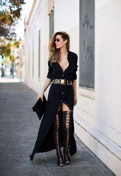 As lace-up boots estão se destacando nas ruas internacionais, sendo aposta de Kylie Jenner, que é vista com bastante frequência usando o modelo.