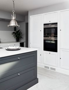 Neptune kitchen from the Henley collection. Island with drawers. Luxury Kitchen Design, Best Kitchen Designs, Luxury Kitchens, Interior Design Kitchen, Cool Kitchens, Farmhouse Kitchens, Interior Livingroom, Farmhouse Interior, Outdoor Kitchens