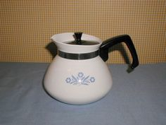 CORNING WARE CORNFLOWER 6 CUP TEAPOT CARAFE TEA POT. FOR SALE IN MY BLUJAY STORE. http://www.blujay.com/?page=ad&adid=5034570&cat=29022605