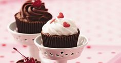 Aprenda a preparar a receita de Cupcake light de merengue, chocolate e ganache