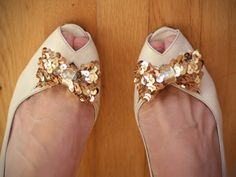 DIY Sequin Bow Shoe Clip! What an adorable and simple idea! #DIY #fashion #shoes