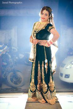 🎉 Photo byJassal PhotoGraphix, Jabalpur #weddingnet #wedding #india #indian #indianwedding#weddingdresses #mehendi #ceremony #realwedding#lehenga #lehengacholi #choli #lehengawedding#lehengasaree #saree #bridalsaree #weddingsaree#photoshoot #photoset #photographer#photography#inspiration #planner #organisation #details#sweet #cute#gorgeous #fabulous #henna #mehndi