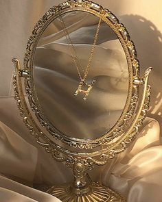 gold jewelry necklace name Boujee Aesthetic, Cream Aesthetic, Brown Aesthetic, Aesthetic Vintage, Aesthetic Photo, Aesthetic Pictures, Aesthetic Collage, Photowall Ideas, Photographie Portrait Inspiration