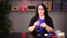 How to Tie Stretchy Bracelet Strings so They Stay Together : DIY Jewelry & Necklaces - YouTube