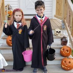 30 of the Most Creative and Cheap Halloween Costumes For Kids in 2020 Cheap Halloween Costumes, Homemade Costumes, Halloween Projects, Halloween 2020, Halloween Nails, Halloween Crafts, Halloween Party, Halloween Decorations, Halloween Recipe