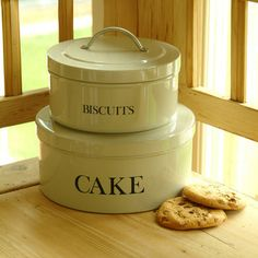 Cake and Biscuit Tins - traditional - food containers and storage - Garden Trading