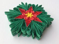 Flocons de neige Poinsettia sapin jaune rouge vert décoration hiver ornements cadeaux Toppers remplissage bureau entreprise papier Quilling Art Ce sont des uniques fait à la main piquants des flocons de neige - edition de Noël ! Incroyable cadeau de Noël pour vos proches et adapté