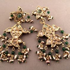 Jewelry Design Earrings, Gold Earrings Designs, Indian Jewelry Sets, India Jewelry, Antique Earrings, Antique Jewelry, Amrapali Jewellery, Rajputi Jewellery, Gold Coin Necklace