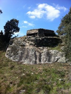 Publicamos otro nido de ametralladora en Navalagamella. #historia #turismo http://www.rutasconhistoria.es/loc/nido-de-ametralladora-navalagamella-3