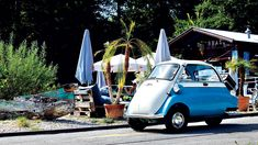 BMW Isetta: Die Knutschkugel, nähergebracht in 10 Schritten Bmw Isetta, Old Classic Cars, Smart Car, Car In The World, Belle Epoque, Car Ins, Motor Car, Motorbikes, Cool Cars