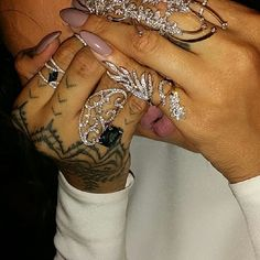 Rihanna shows off her jewelry at the 2014 Met Gala held at the Metropolitan Museum of Art on Monday (May in New York City. Body Jewelry, Fine Jewelry, Jewelry Tattoo, Selfies, Rihanna Style, Nail Games, Nail Accessories, Diamond Are A Girls Best Friend, How To Do Nails