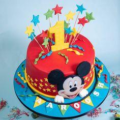 Gateau Theme Mickey, Boys 1st Birthday Cake, Mickey 1st Birthdays, Mickey Mouse Clubhouse Birthday, Minnie Birthday, Pastel Mickey Mouse Niño, Mickey Mouse Torte, Fiesta Mickey Mouse, Mickey Mouse Cupcakes