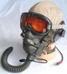 PilotHelmets-USAFFlightHelmetSummerAN-H-15-WW2a_zpsb09a2ba8.jpg (938×1024)