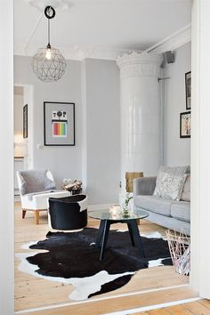 Nordic Days is a website with Scandinavian interiors where you learn everything about Scandinavian design and the latest home interior trends. Decor, Living Room Lounge, Interior, Home N Decor, Home, Cowhide Decor, Living Room Scandinavian, Interior Rugs, Modern Furniture Living Room