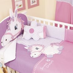 Edredón para cuna pony de chiquimundo Baby Girl Crib Bedding, Baby Girl Nursery Decor, Baby Bedroom, Baby Shawer, Baby Kit, Princess Nursery, Patchwork Baby, Kid Beds, Baby Patterns