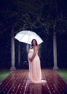 Maternity photo in the rain