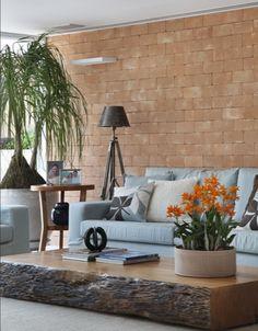 Sofa com madeira aparente