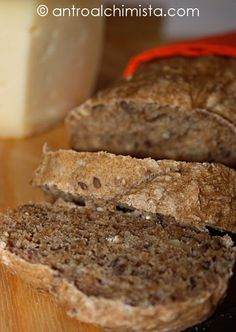 L'Antro dell'Alchimista: Mehrkorn Brot - Bread with whole wheat flour, flaxseed, oat bran, rye flour, sunflower seed