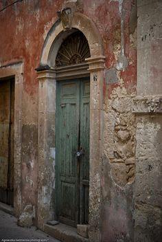 Love this photo of a door in Sicily.
