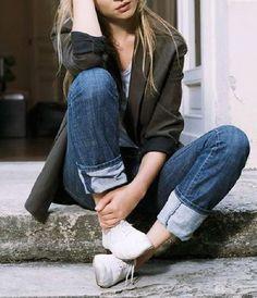 Jeans dobradinho e blazer Casual Outfits, Cute Outfits, Casual Clothes, Look Fashion, Fashion Outfits, Ugg Boots Cheap, Cuffed Jeans, Denim, Spring 2015 Fashion