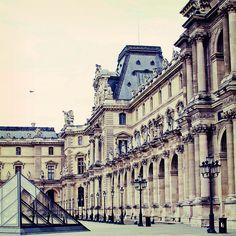 Amazing Louvre Museum