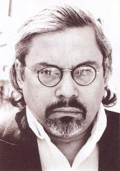 GUILLERMO CABRERA INFANTE (Gibara, Cuba, 1929 - Londres, 2005). Escritor, periodista y crítico de cine. Foto: Imagen enviada de la Biblioteca del Instituto Cervantes de Varsovia con autorización de la viuda. Biobibliografía: http://www.cervantes.es/bibliotecas_documentacion_espanol/biografias/varsovia_guillermo_cabrera_infante.htm; Biblioteca: http://varsovia.cervantes.es/es/biblioteca_espanol/biblioteca_espanol.htm