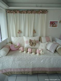 Home Decor ideas Baby Bedroom, Girls Bedroom, Bedroom Decor, Pillow Room, Bed Pillows, Sofa Covers, Baby Decor, Shabby Chic Decor, Bed Spreads