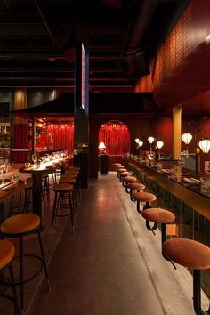 Miss Wong is a Chinese Brasserie of Cinematic Proportion in Laval, Canada. The brewery is occupying a former nightclub. Japanese Restaurant Design, Chinese Restaurant, Cafe Restaurant, Restaurant Ideas, Chinese Interior, Night Bar, Restaurant Exterior, Noodle Bar, Bar Design
