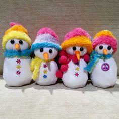 15 Creative Tutorials For Making Sock Snowmen Sock Snowman, Diy Snowman, Snowman Ornaments, Snowmen, Christmas Fun, Christmas Decorations, Felt Crafts Patterns, Christmas Wine Bottles, Sock Crafts