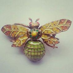 Broche mosca 30€