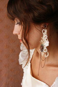 Nathalie Grelier . Paris - Bijoux Textiles Contemporains