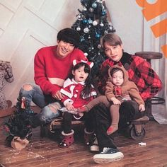OMG 😱 😱 😱 It's Kai and Chanyeol ❤❤💖💖 and they're meeting naeun and gunhoo. SO CUTE. Baekhyun, Exo Kai, Park Chanyeol, Superman Kids, Superman Family, Baby Park, Exo Lockscreen, Asian Babies, Kpop Exo