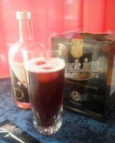 """Black ICE"" mit Saft und geeisten Früchten Energy Drinks, Pint Glass, Alcoholic Drinks, Beer, Magic, Wine, Tableware, Food, Iced Tea"