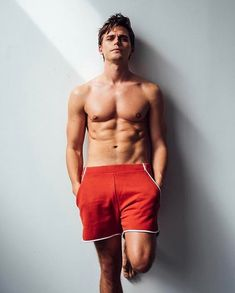 In honor of Antoni Porowski being named People magazines sexiest reality star You Funny, Really Funny, Funny Images, Funny Pictures, Blonde Guys, Meme Factory, Body Reference, All In One App, Most Popular Memes