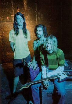 For everything Nirvana check out Iomoio Banda Nirvana, Nirvana Band, Nirvana Kurt Cobain, Dave Grohl, Moda Grunge, Harry Nilsson, Kurt And Courtney, Indie Kids, Jazz