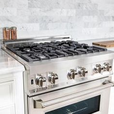Discover recipes, home ideas, style inspiration and other ideas to try. Clean Stove Burners, Gas Stove Top, Gas Stoves Kitchen, Cool Kitchen Appliances, Slide In Range, Kitchen Appliance Packages, Stainless Steel Oven, Electric Oven, Oven Range